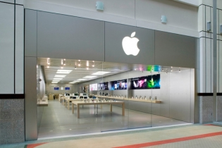 Apple will open more stores in China